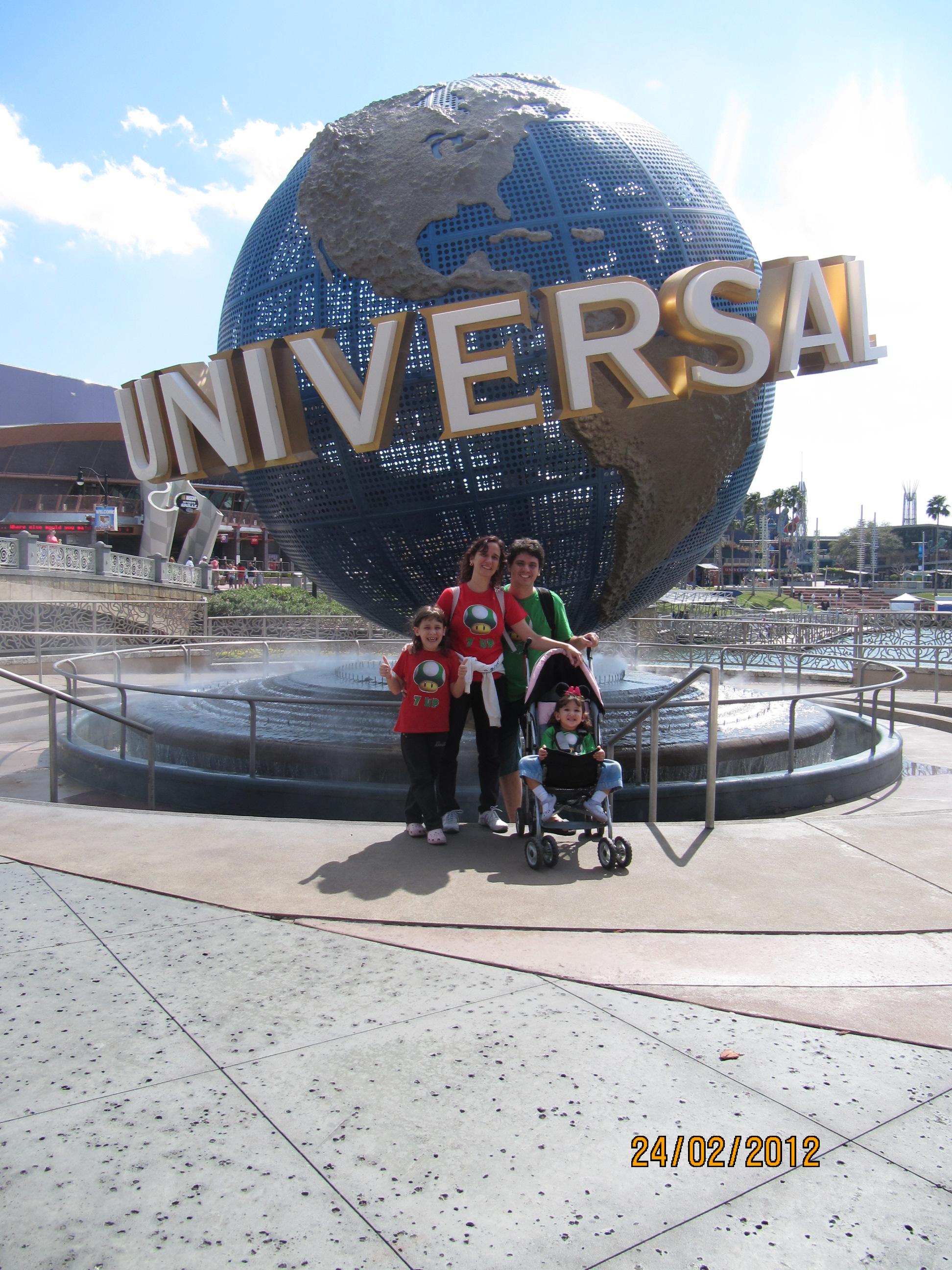 Família Quadrada no globo da Universal