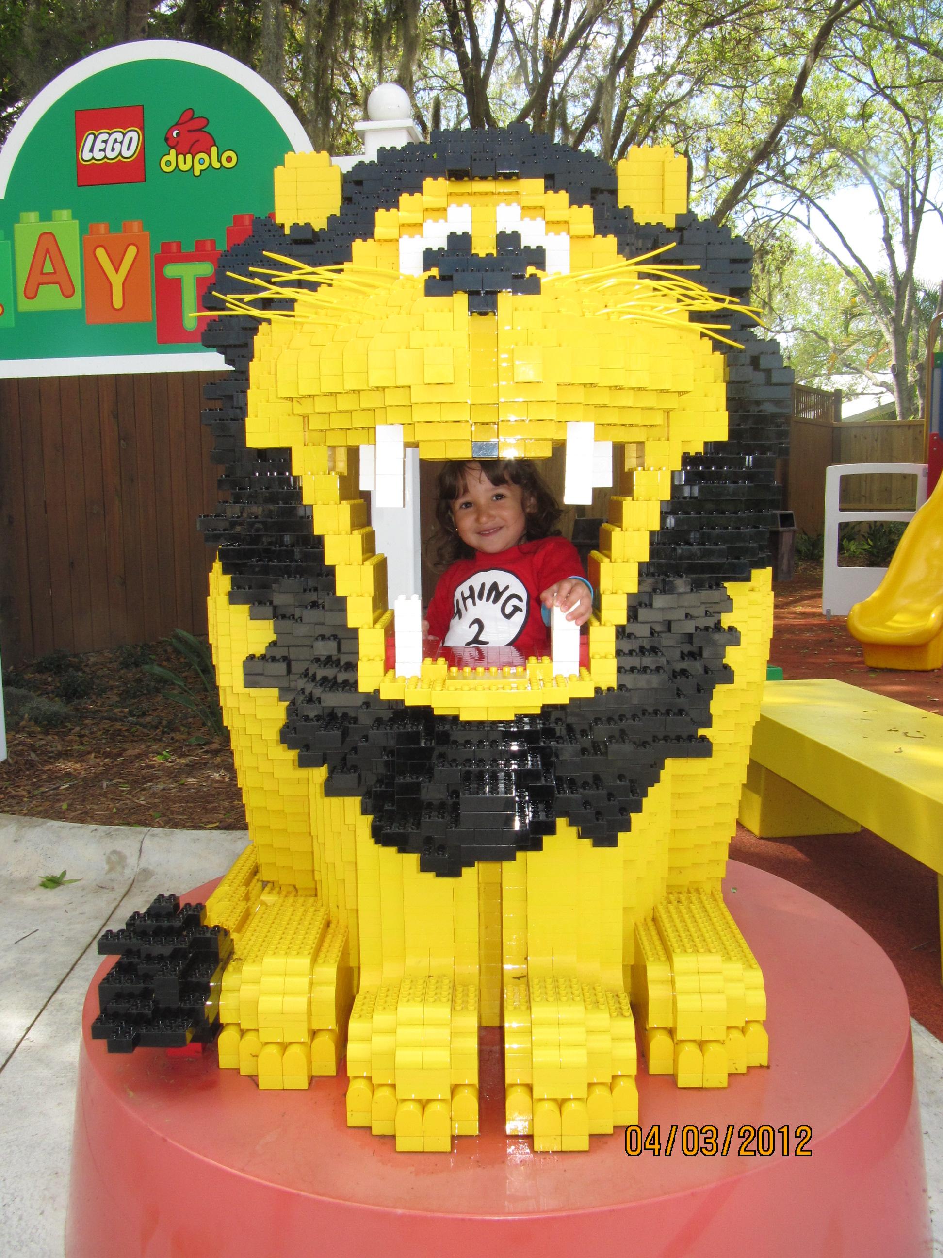Na boca do leão de LEGO