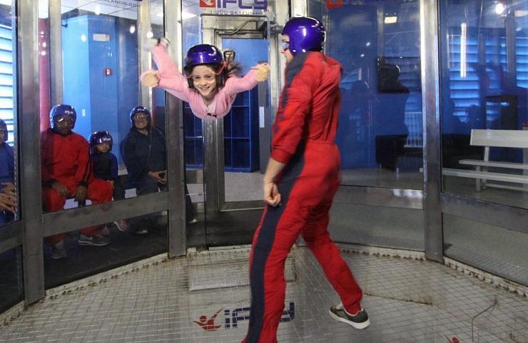 Amanda voando no iFly