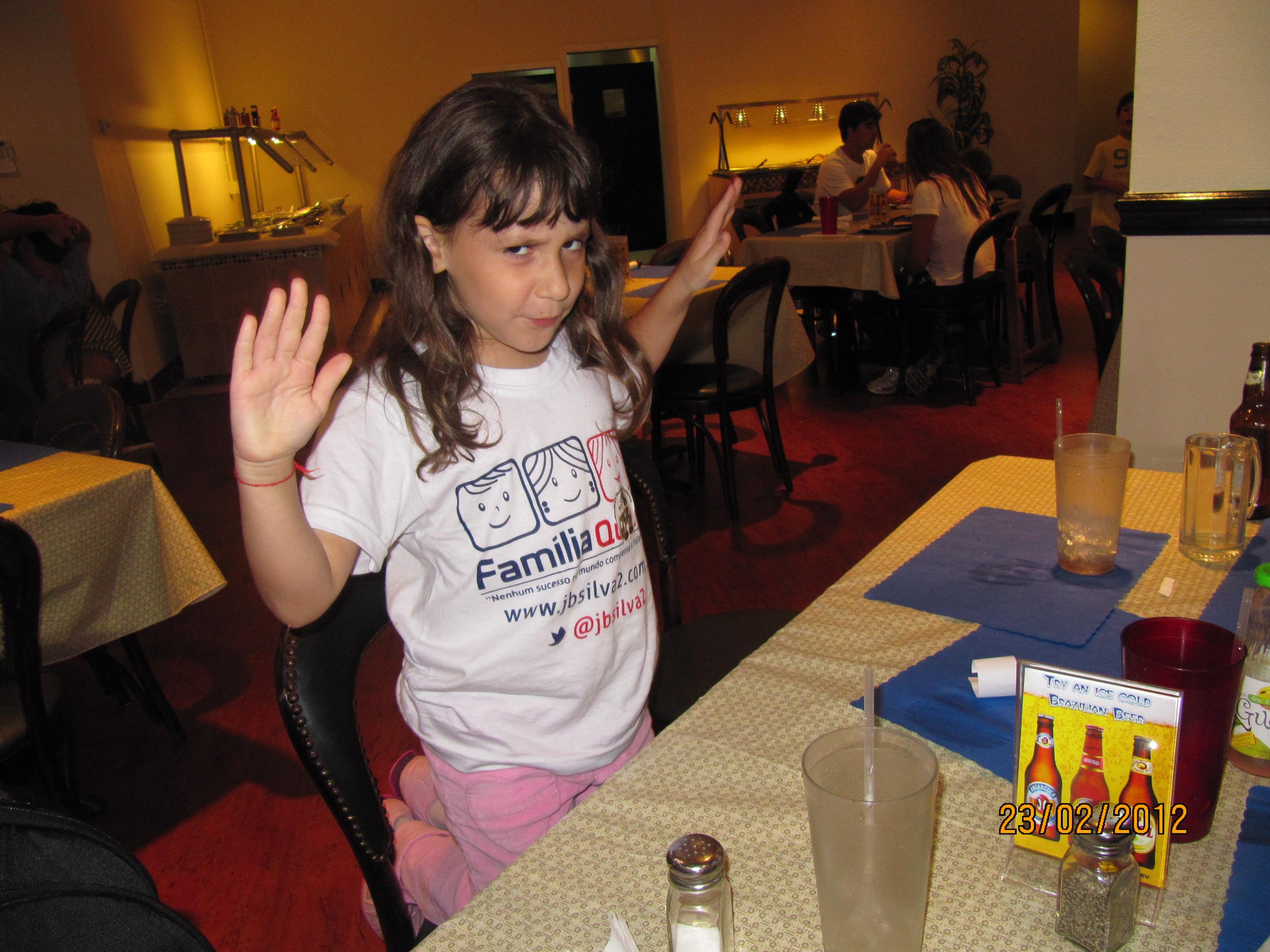 Fazendo mágica no restaurante brasileiro