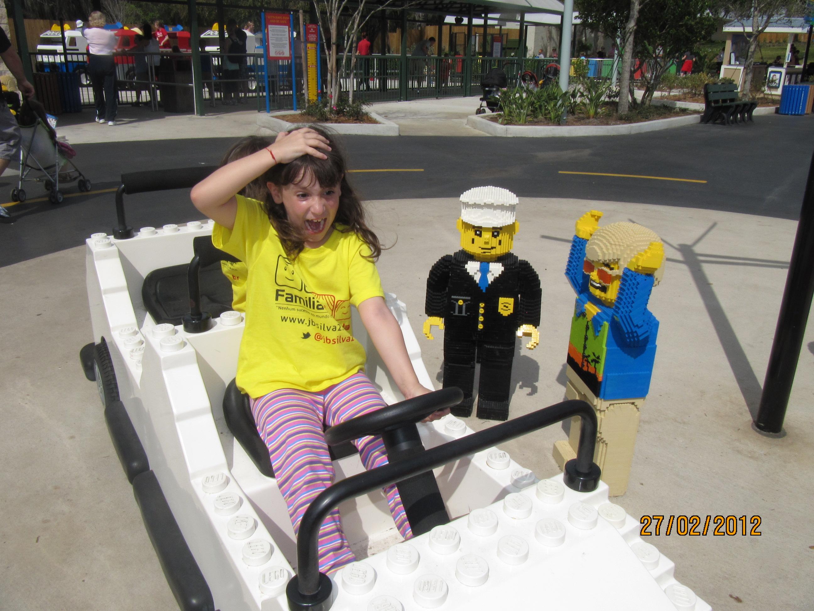 Amanda bateu com o carro na Legolândia!