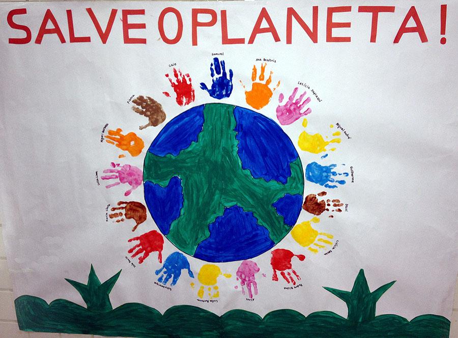 Cartaz feito pela turma da Letícia. A mãozinha dela é rosa! :D