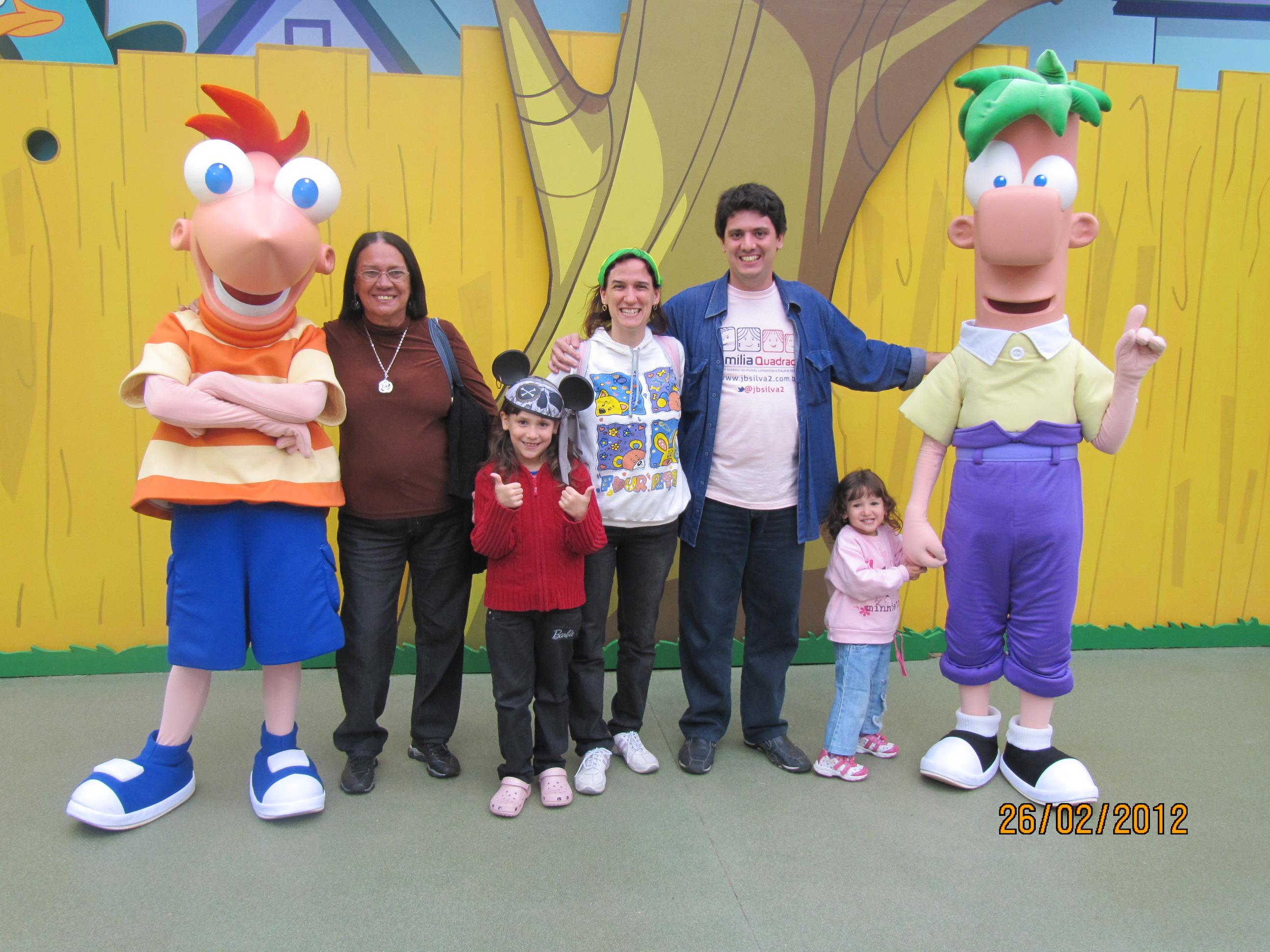 Vovó Lulu com as netinhas na Disney