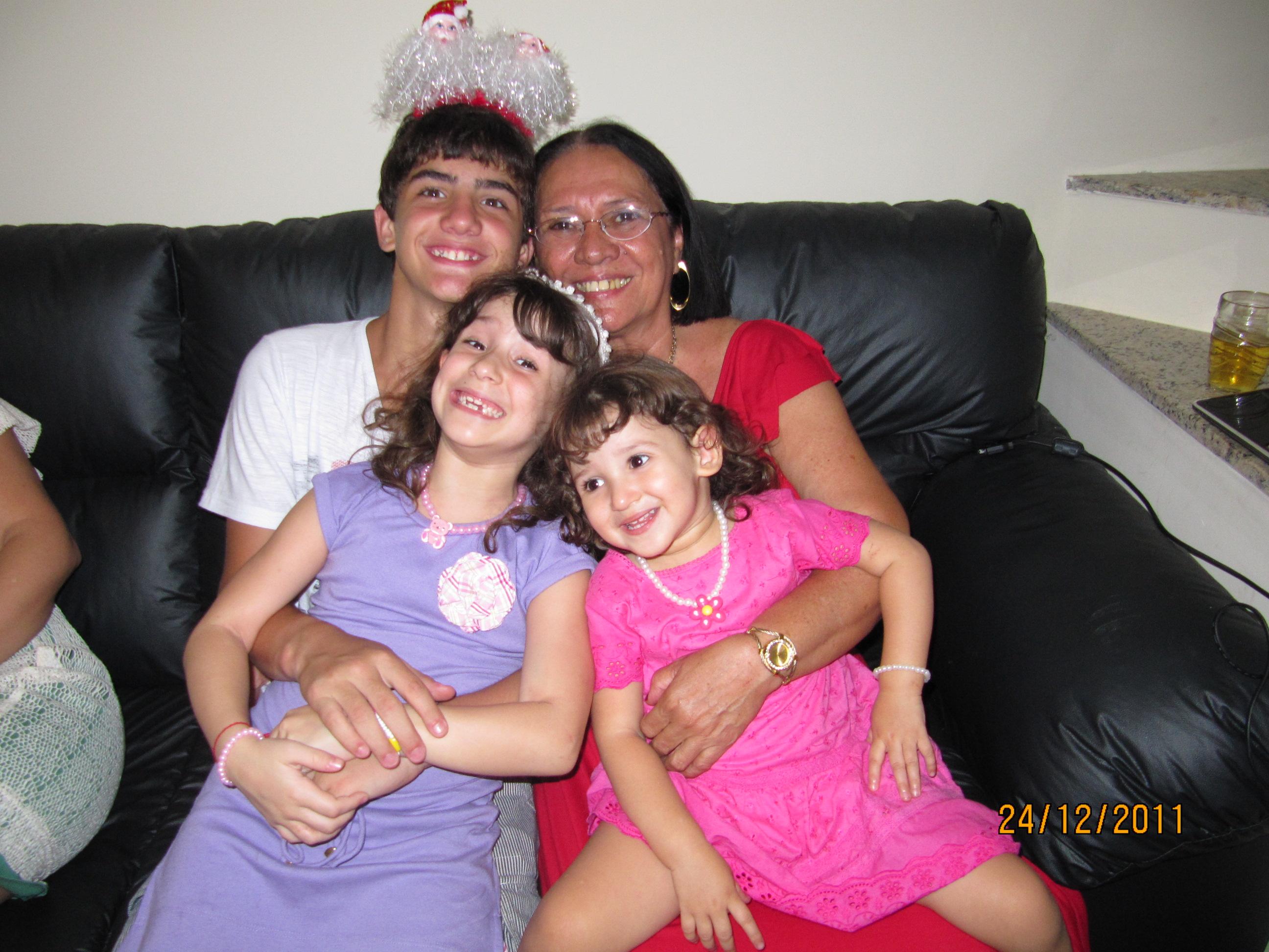 Vovó Lulu com Pedro, Amanda e Letícia