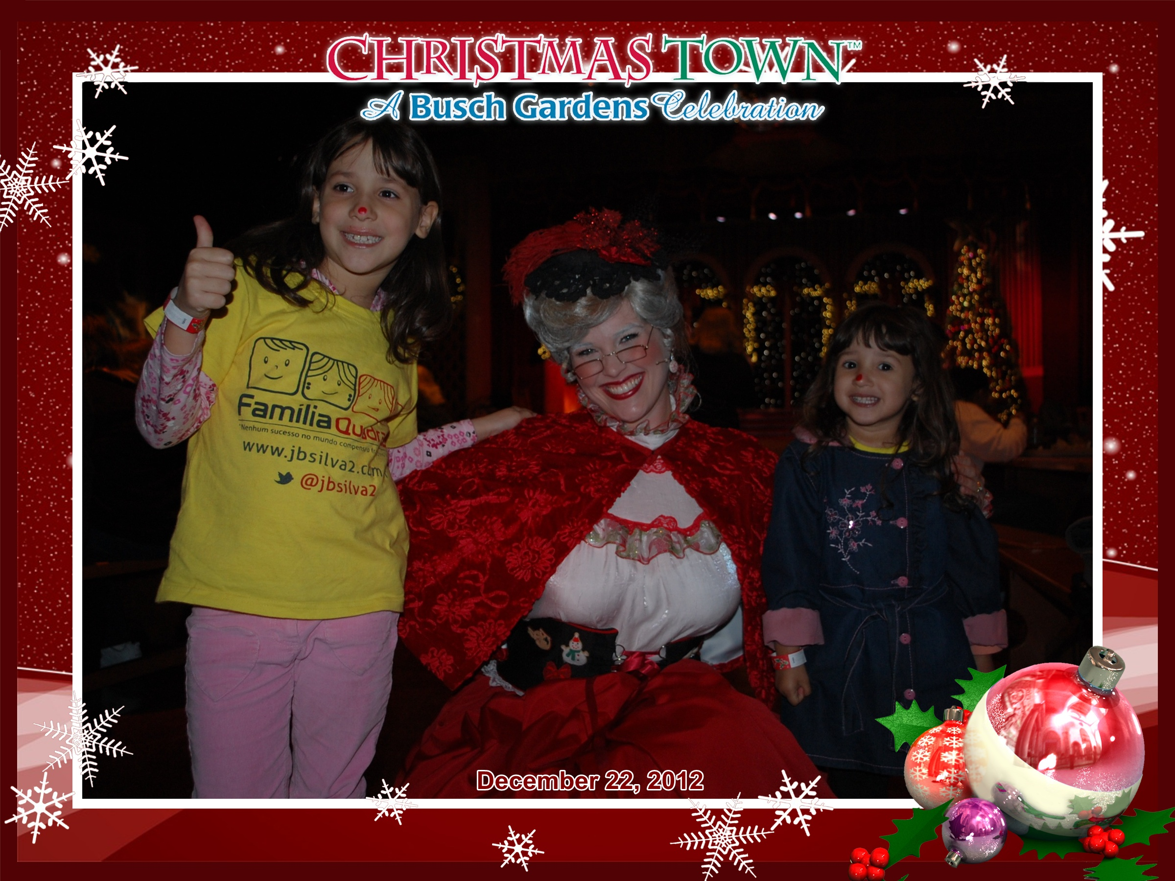 Busch Gardens: Amanda e Letícia com a Mrs. Claus