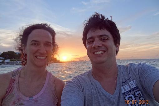 Curtindo o pôr do sol em Cancun.